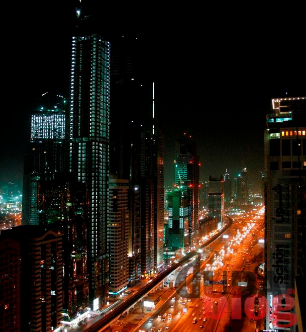 Worlds-largest-hotel-on-Sheikh-Zayed-Road-Dubai