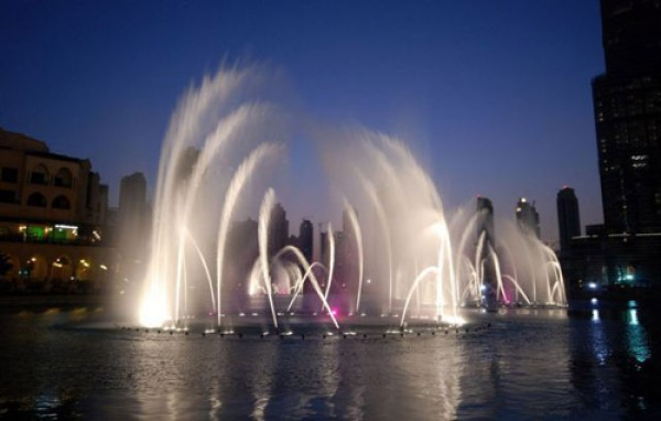 "Dubai Fountains Synchronized With Whitney Houston's ""I Will Always Love You""!"