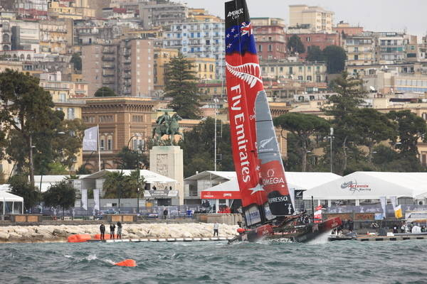 America's Cup 2012 Napoli Fly Emirates Team New Zealand continua a volare